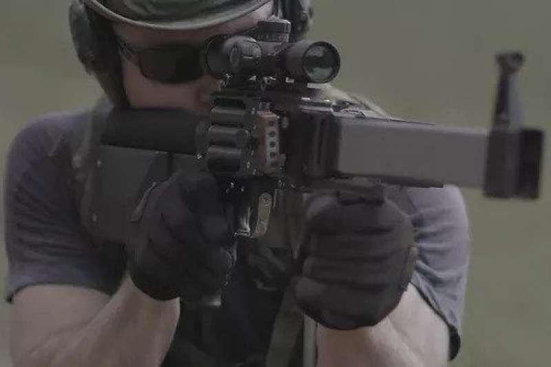 由旅館員工研發的緞帶槍,如今引起了美國軍方興趣。(圖/翻攝自 Popular mechanics,智慧機器人網提供)