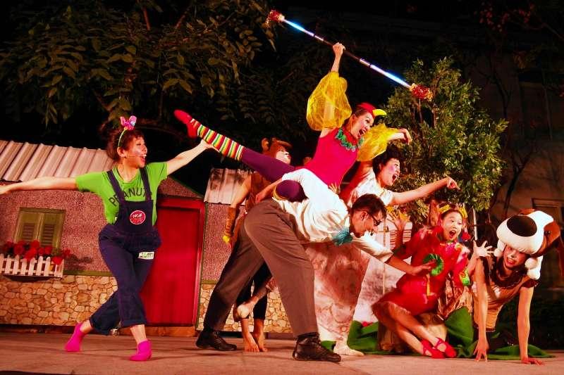 「極至體能舞蹈團」活潑生動的故事與舞蹈肢體表演,帶動整場歡樂氣氛。(圖/國立新竹生活美學館提供)