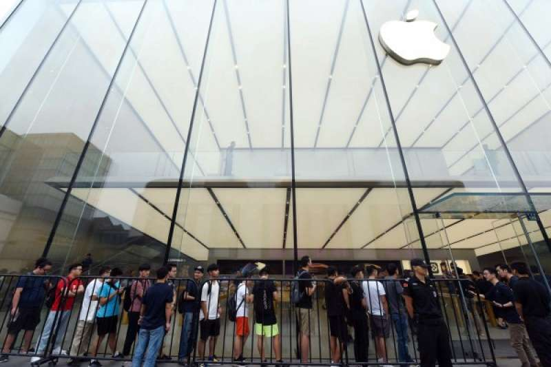 近日上世的新 iPhone,在中國的市場反應一般。(圖/路透社|*CUP提供)