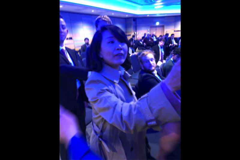 央視記者孔琳琳在英國的香港座談會斥責講者「漢奸」,還對工作人員動手。