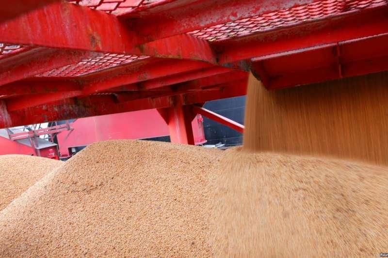 2018年4月4日,在中國江蘇南通的一個港口進口的大豆。在美中貿易關稅戰中,中方增加關稅的對象中包括大豆。(美國之音)