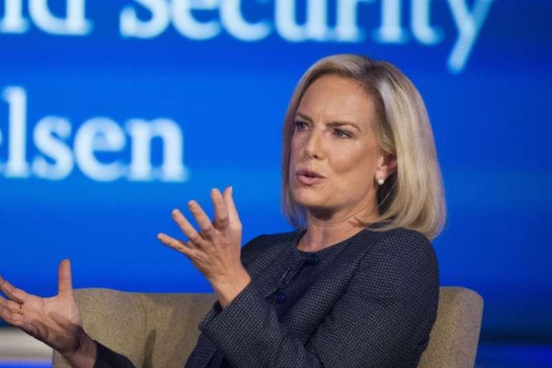 2018年9月5日,美國國土安全部長吉爾斯騰·尼爾森(Kirstjen Nielsen)在華盛頓的喬治華盛頓大學的網路與國土安全中心講話。(AP)