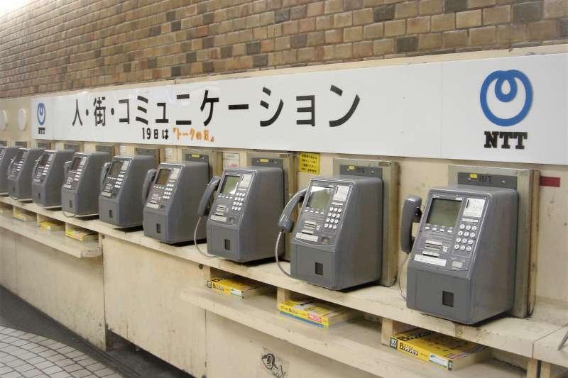 日本公共電話一個個被拆除,為何日本政府卻開始派專人到各學校教如何使用公共電話呢?(圖/shibainu@flickr)