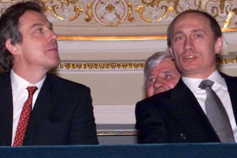 KGB請布萊爾看歌劇當然是醉翁之意不在酒。布萊爾去俄國看歌劇,關鍵是與誰一起看,在什麼地方看。(BBC中文網)