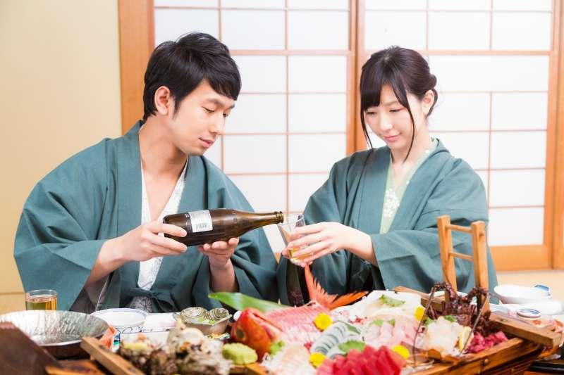 日本是不少台灣人出國旅遊的首選,但日本人做事謹慎、禮節甚多,當地的風俗民情你都了解嗎?把這幾點容易犯的小錯誤學起來,旅遊時千萬別當NG的失格旅人!(圖/すしぱく@pakutaso)