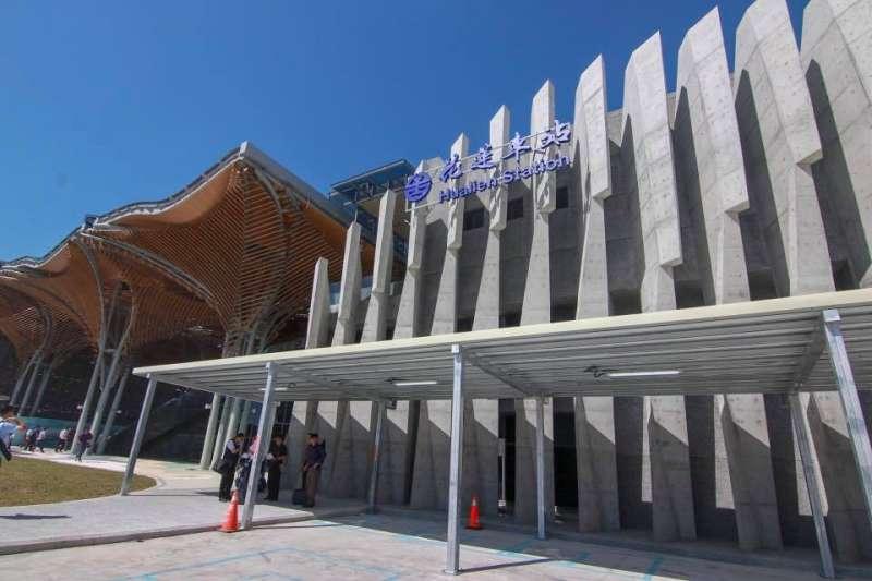 國民黨台北市議員羅智強(見圖)批評指稱北迴鐵道由日本政府建造的媒體人是在胡扯造謠。圖為花蓮車站。(資料照,取自花東縱谷國家風景區管理處臉書)
