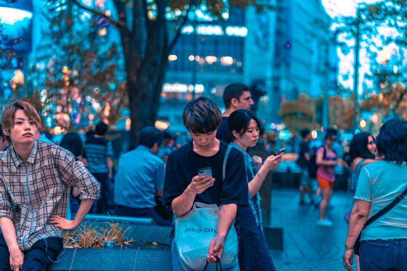 「雖然這些青年還是台灣進步的主力,但社會的成本,那些基層、底層生活的同胞,才是台灣的母親,他們前進了,台灣社會才是前進,只有台北,或是覺青的前進只會撕裂台灣的情感,讓溝通更加被阻隔⋯⋯」(圖/lyonpixel@ unsplash)