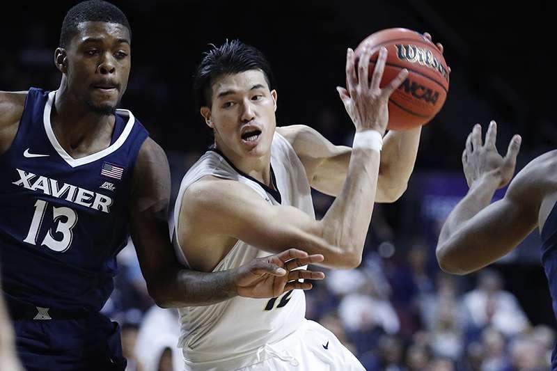 日本籃球員渡邊雄太是繼傳奇球星田臥勇太之後,另一位與NBA球隊在新賽季簽約的球員,在日本引起熱烈討論。(美聯社)