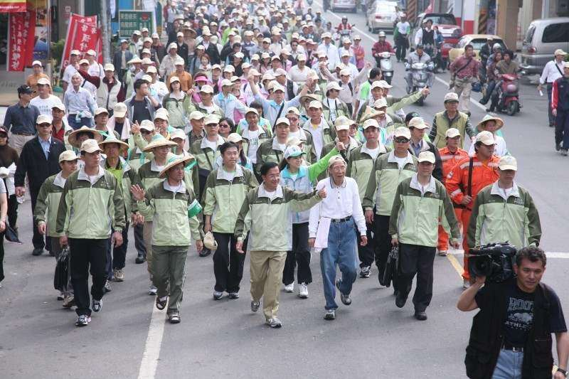 2008年3月,前總統陳水扁台南苦行時宣稱入聯公投有272萬6499人熱情連署。(總統府網站)