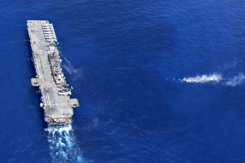 美軍兩棲攻擊艦黃蜂號在南海巡弋。(美國海軍官網)