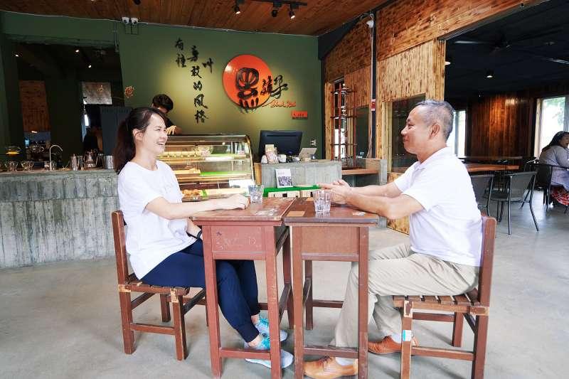 童顏有機共同創辦人潘思璇與陳爸希望能解決偏鄉教育問題(圖片提供:童顏有機)