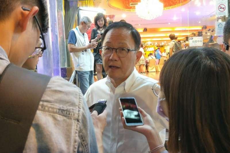 國民黨台北市長候選人丁守中今(5)晚出席台北市布商同業公會會員大會。(丁守中辦公室提供)