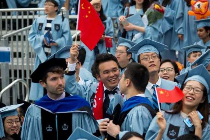 美國每年有超過30萬來自中國的留學生。(BBC中文網)