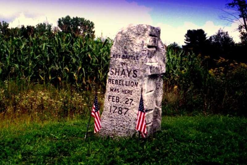 1786年的麻州「謝司起義」(Shays' Rebellion)的紀念碑。(John Bessa@wikipedia/public domain)