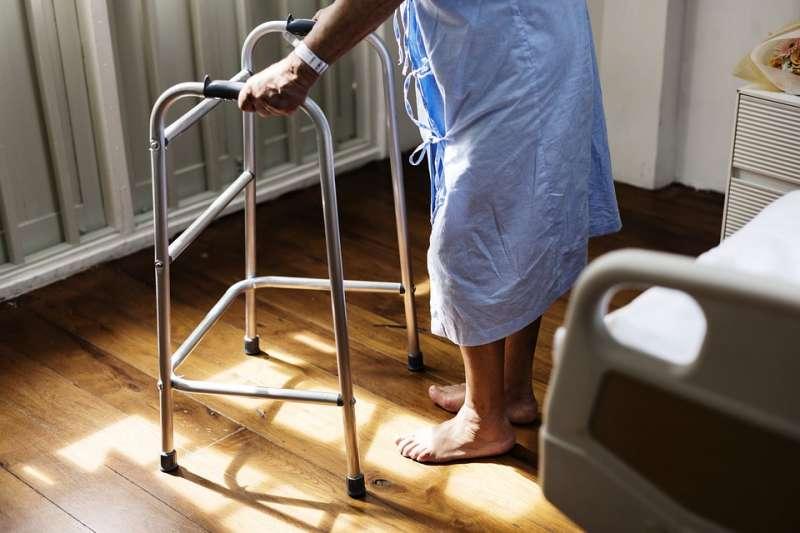 老人 長者 高齡 老化 照護 醫院 長照(取自rawpixel@pixabay/CC0)