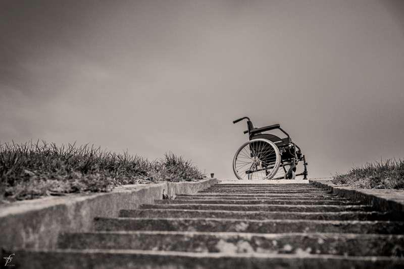 輪椅 長照 照護 臨終(取自ferobanjo@pixabay/CC0)