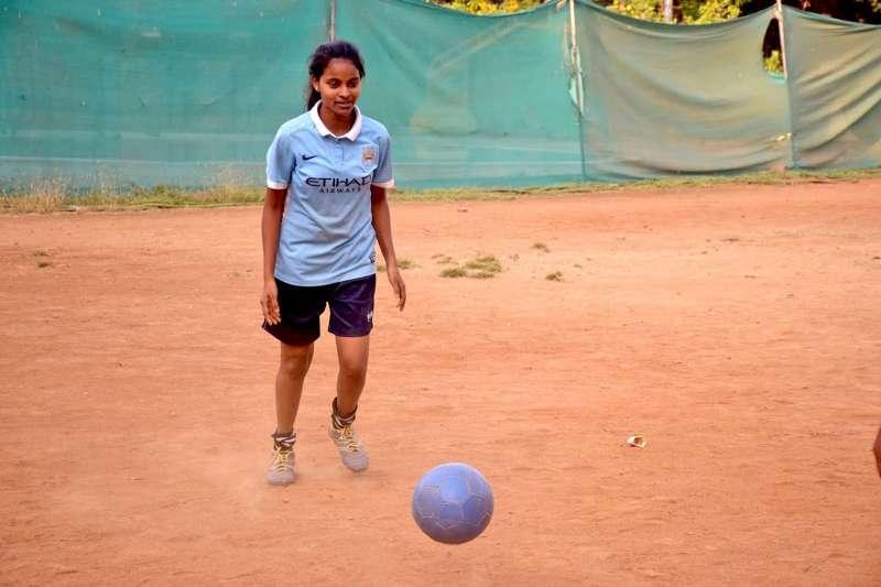 印度女孩薩德娜代表印度世界展望會,參加英國文化協會與英格蘭足球超級聯賽舉辦的培訓課程。(台灣世界展望會提供)