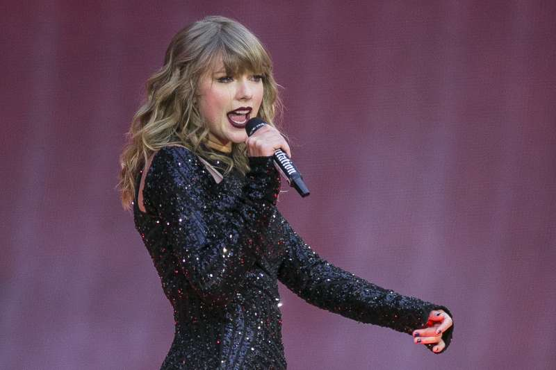 美國流行音樂女歌手泰勒絲首度公開表態,支持民主黨候選人。(美聯社)