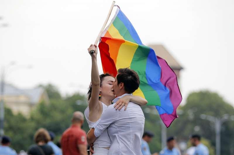 反制同性婚姻合法化的「公投第12案施行法」草案,15日於立法院逕付二讀。圖為示意圖。(資料照,AP)