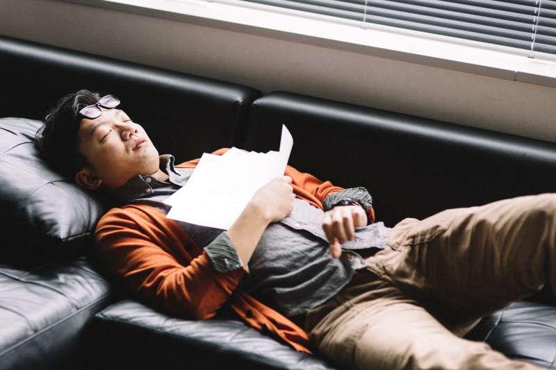 不少人在白天清醒的時候,有意識地用鼻子呼吸,但是晚上一入睡,就不自覺地張口呼吸。(示意圖/pakutaso)