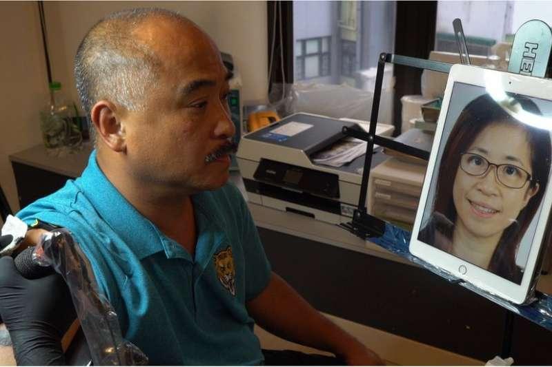 陳禮文手臂上刺著的是他剛剛因病去世的女兒Jenny。(圖/BBC中文網)