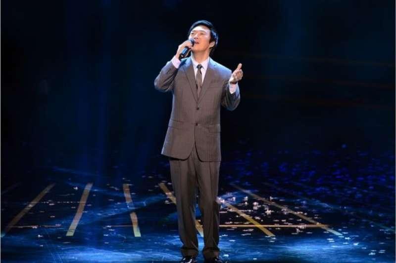 費玉清在9月27日表示,將於2019年巡迴演唱會結束後正式退出演藝工作。(圖為費玉清參加台灣新竹晚會演唱《南屏晚鐘》資料照片)