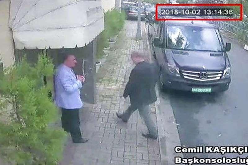 監視器畫面顯示,2018年10月2日下午1時14分,沙烏地阿拉伯知名記者哈紹吉進入沙國駐伊斯坦堡領事館,此後下落不明。(AP)