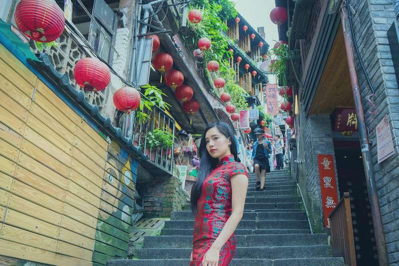 交通部觀光局今公布預測春節10大壅塞觀光景點,鼓勵民眾多搭乘「台灣好行」接駁車。圖為九份。(資料照,新北觀光局提供)