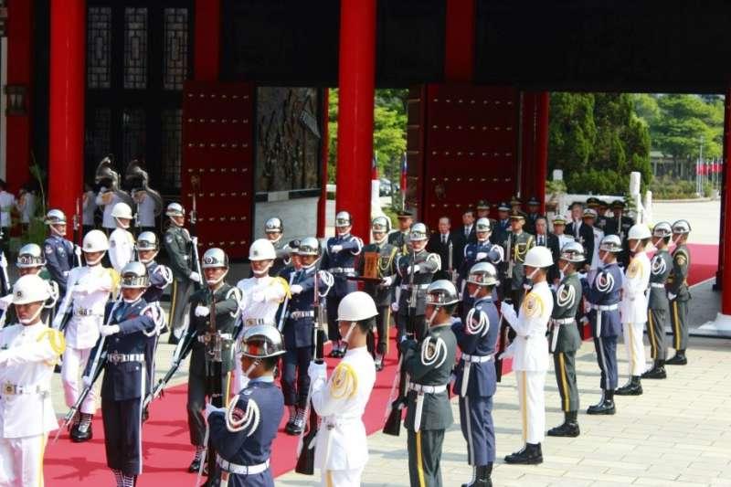 2018-10-11 2014年8月27日,國防部迎返緬甸地區陣亡將士英靈,並以總牌位形式正式入祀忠烈祠(李吉安攝作者提供)