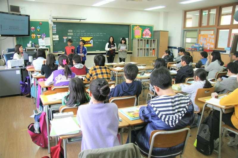 台灣家長對於孩子的英語能力有多重視?42%的家長在孩子進入小學之前,就讓他們開始學英語,每週平均學習英語時間約6.3小時。(圖/airunique@pixabay)
