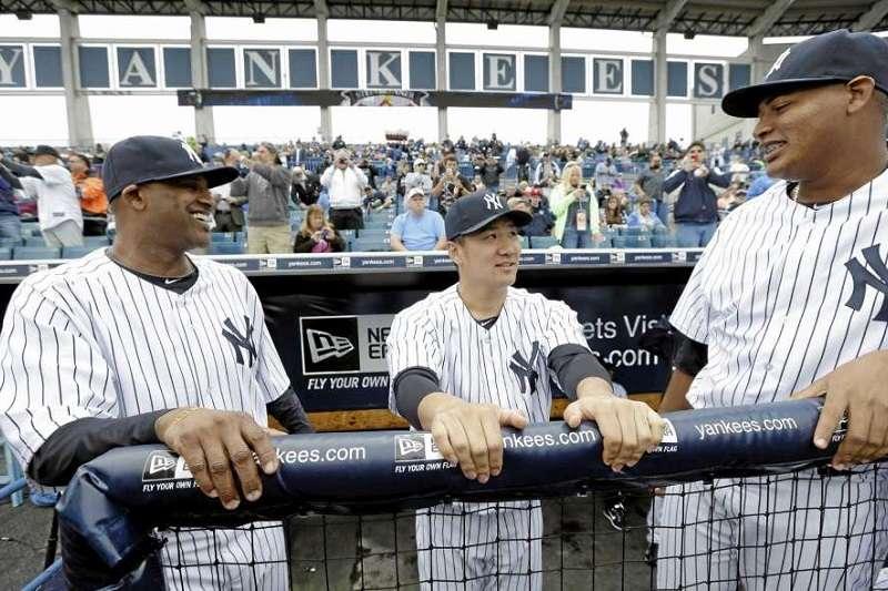 田中將大(中)希望洋基球團季後能帶回沙巴西亞(左),沙胖在洋基不僅是投手們的老大哥更是全隊精神領袖。(美聯社)