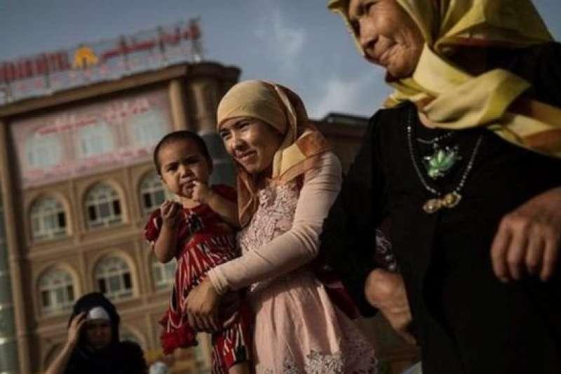 新疆當局立法禁止「泛伊斯蘭化」,標誌著新疆反分離運動員已經介入個人日常生活層面。(BBC中文網)