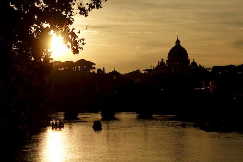 夕陽中的聖伯多祿大教堂(曾廣儀攝)