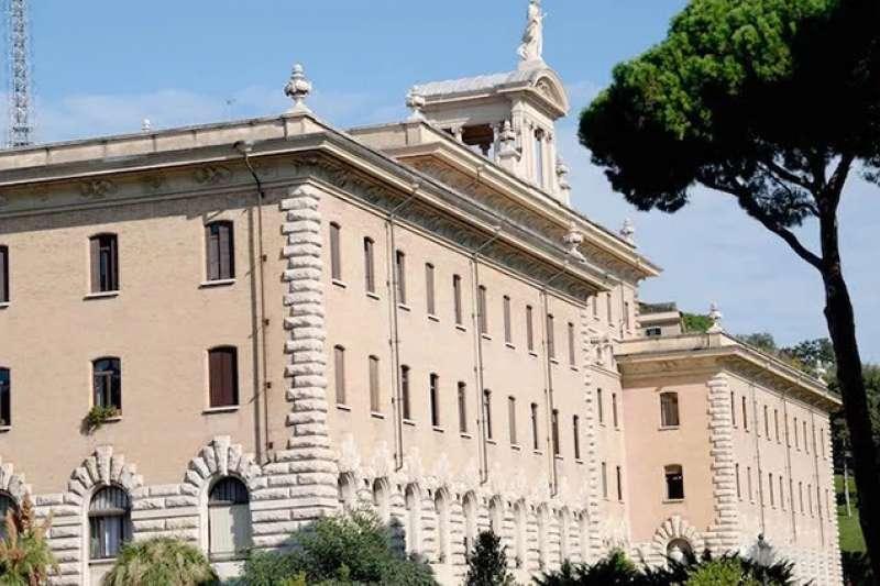 莫摩建築師設計的梵蒂岡行政長辦公大樓(曾廣儀攝)