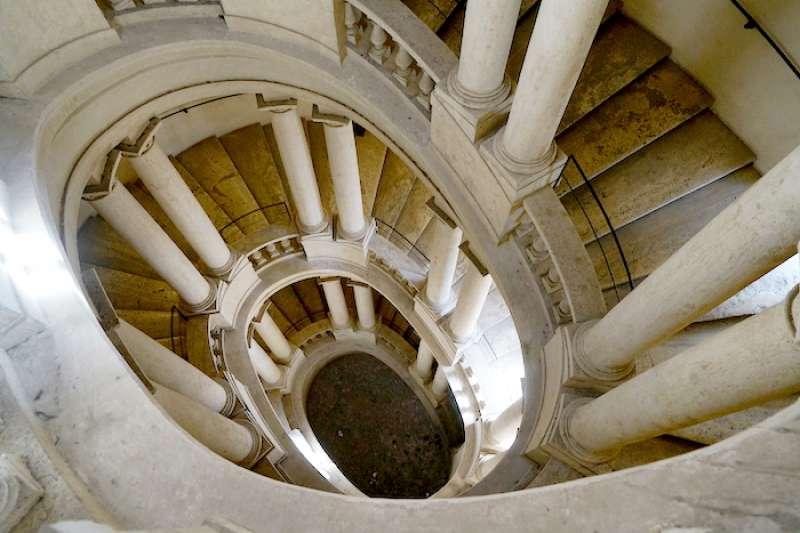 巴貝利尼宮的橢圓螺旋樓梯(曾廣儀攝)