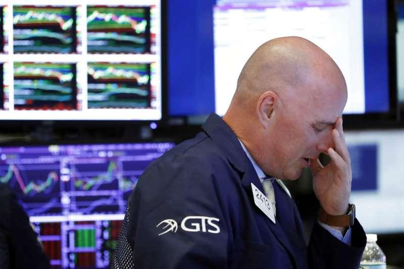 美股連日重挫,全球股市也陷入恐慌。(美聯社)