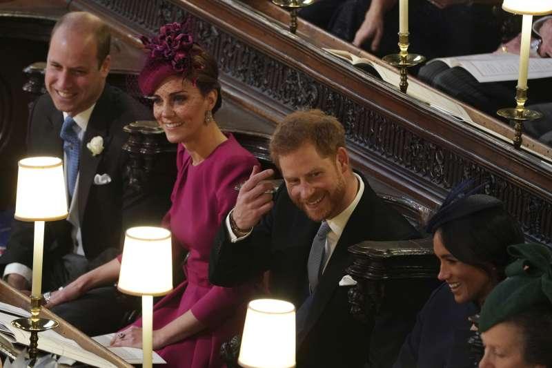 2018年10月12日,英國尤金妮公主(Princess Eugenie)下嫁酒商布魯克斯班克,哈利王子與愛妻梅根觀禮(AP,美聯社)