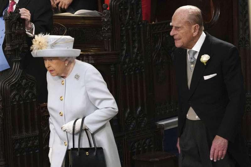2018年10月12日,英國尤金妮公主(Princess Eugenie)下嫁酒商布魯克斯班克,女王、王夫觀禮(AP,美聯社)
