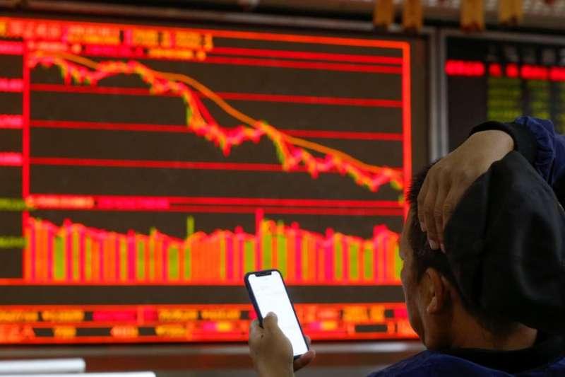 中國股市在周四跟隨美國股市大跌。(BBC中文網)