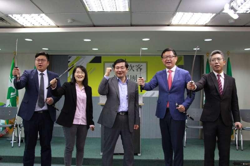 20181012-民進黨秘書長洪耀福12日出席民主進步黨青年部「青年次客助選團」記者會。(民進黨提供)