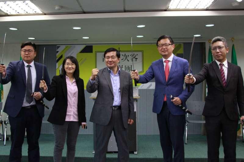 20181012-民進黨秘書長洪耀福12日出席民主進步黨青年部「青年次客助選團」記者會。(北市府提供)