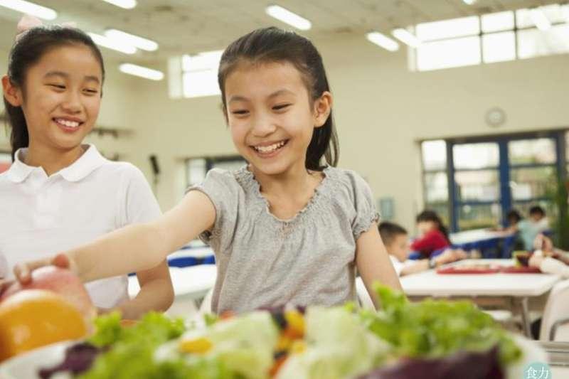 從小就讓孩子理解食物的營養與美感,飲食教育不能等。(圖/食力foodNEXT)