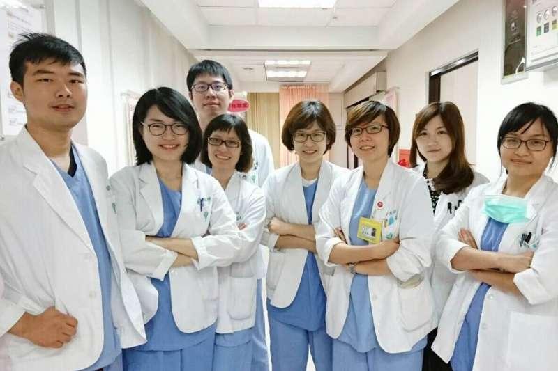 國內各大醫院婦產科住院醫師的招聘,從過去十多年的門可羅雀,轉而出現連年滿招的戲劇性變化。圖為奇美醫院婦產部住院醫師。(取自奇美醫院官網)