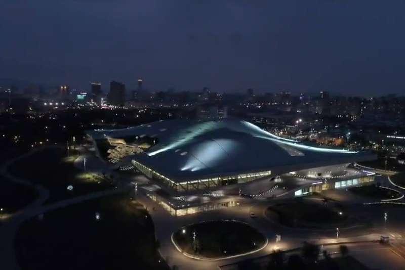 台灣獲英國媒體《衛報》(The Guardian)評選為全球40個值得一遊的地區,主因在於擁有世界最大單一屋頂劇院、去年甫開幕的高雄「衛武營國家藝術文化中心」。(取自衛武營國家藝術文化中心臉書)