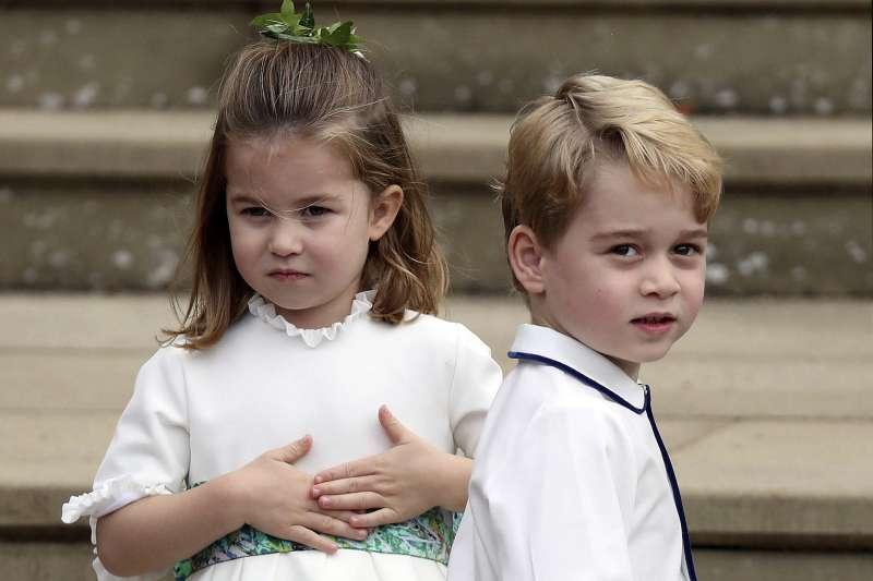 2018年10月12日英國王室尤金妮公主(Princess Eugenie)大婚,喬治王子與夏綠蒂公主(AP,美聯社)