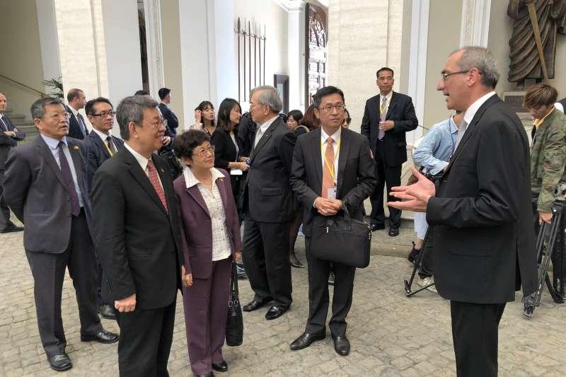 2018年10月12日,陳建仁副總統參訪教宗夏宮(總統府)