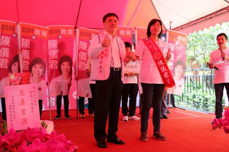 前台北市長郝龍斌為市議員陳儀君站台拉票。(圖/李梅瑛攝)
