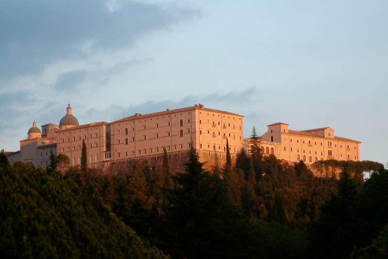 卡西諾山上的聖本篤修道院(Halibutt@Wikipedia / CC BY-SA 3.0)