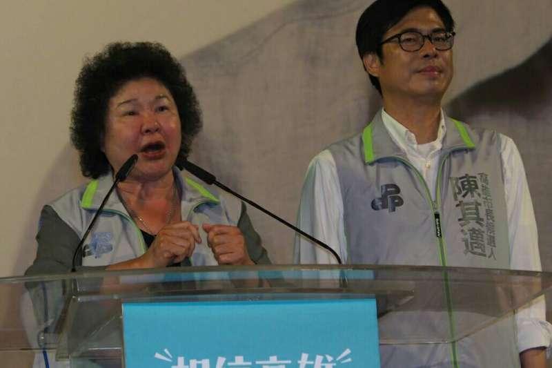 陳其邁(右)晚間在鳳山造勢,陳菊(左)南下站台。(新新聞林瑞慶攝)