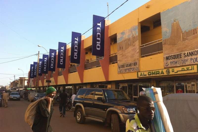 中國手機品牌傳音(Transsion)攻占非洲市場,圖為旗艦品牌Tecno在馬利的廣告看板(翻攝傳音官網)